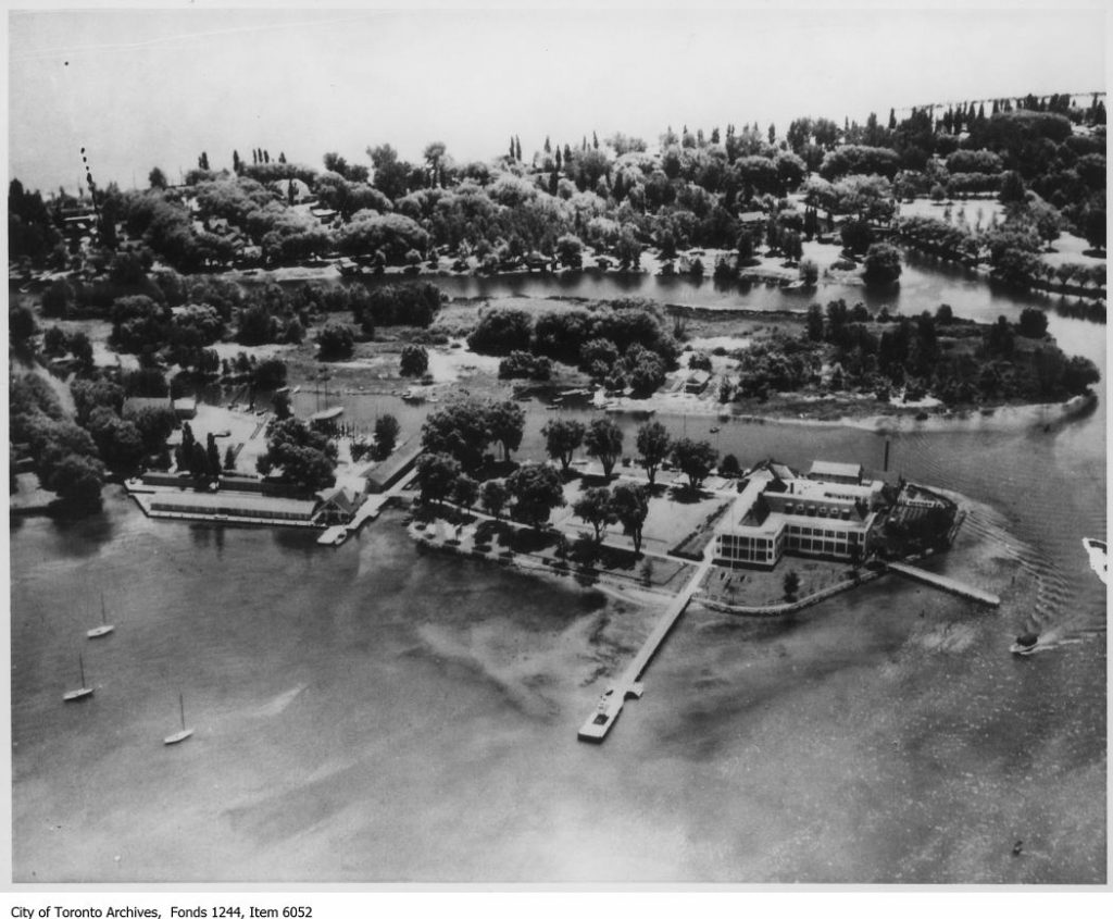 *** Local Caption *** Item consists of one photograph. The Royal Canadian Yacht Club clubhouse is in right foreground.